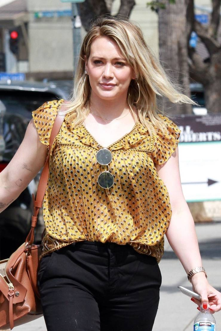 American Model Hilary Duff at a Nail Salon in Studio City