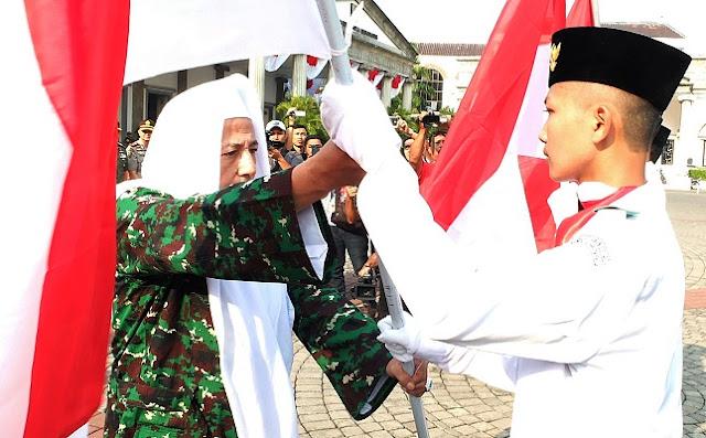 Habib Luthfi: Bendera Merah Putih Jangan Ditumpuk atau Diletakkan di Tanah