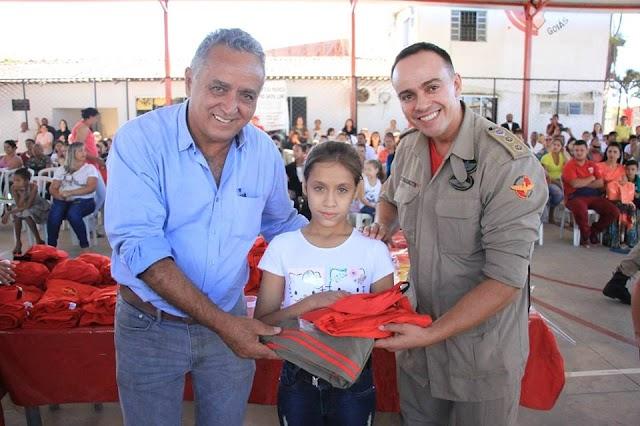 Senador Canedo: Bombeiros Mirins recebem uniformes