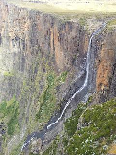 Tugela Falls - Africa - 948 meters.