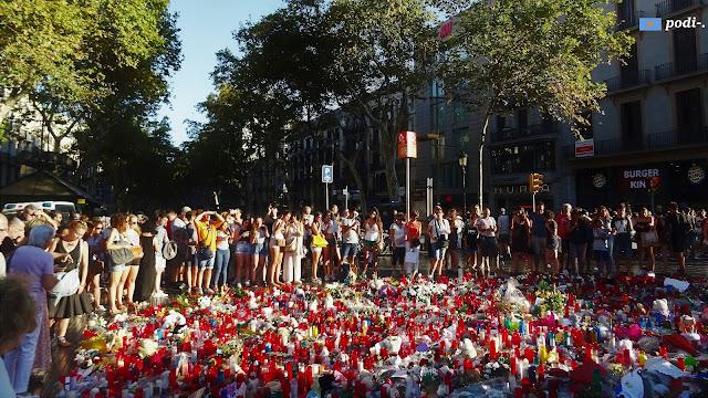 omaggio alle vittime dell'attentato 17 agosto 2017