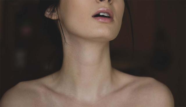 4 Cara Memutihkan Leher Secara Alami dan Mudah