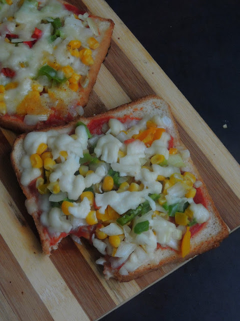 Tawa Vegetable Bread Pizza