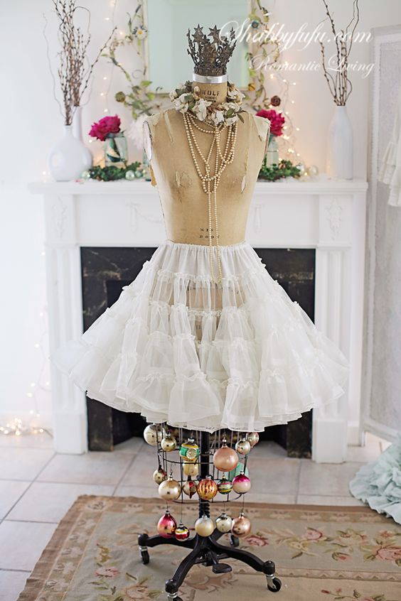 vintage-mannequin-christmas
