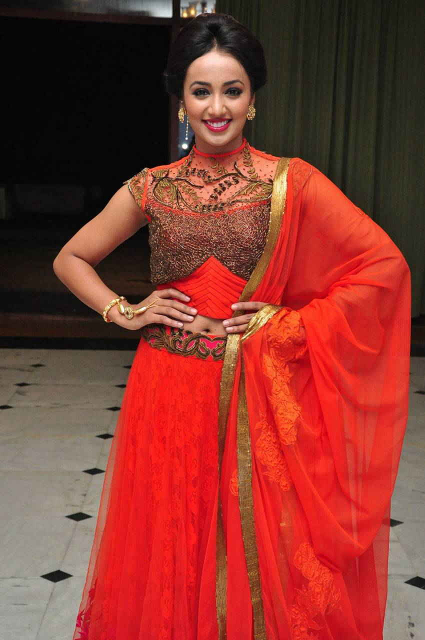 Actress Tejaswi Navel Hip Stills In Orange Lehenga Voni