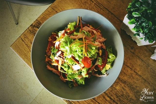Grilled Chicken Salad, Main Street Kapitolyo