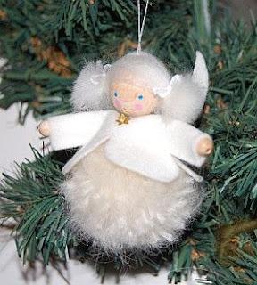 angelo di natale con pompon