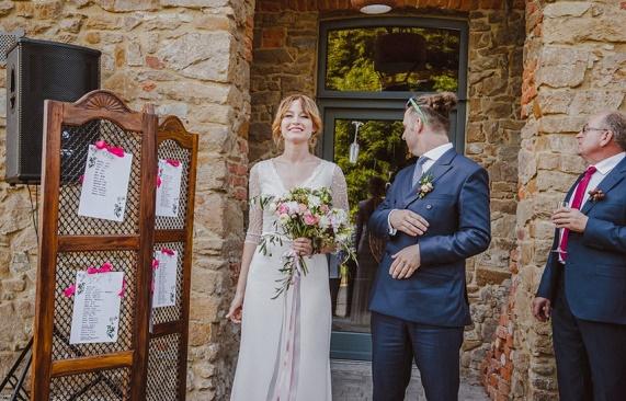 Ślub w stodole, wesele w nietypowym miejscu, wesele na wsi, Dolina Cedronu wesele, wesele latem, wesele z motywem owoców