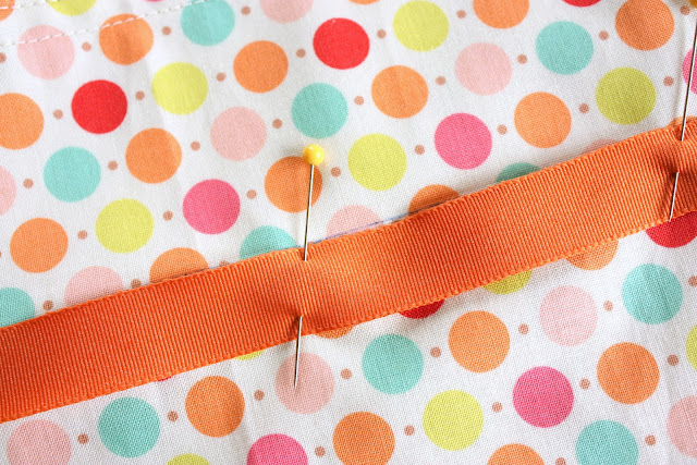 Easy Fat Quarter Bag Tutorial featured by top US quilting blog, Diary of a Quilter