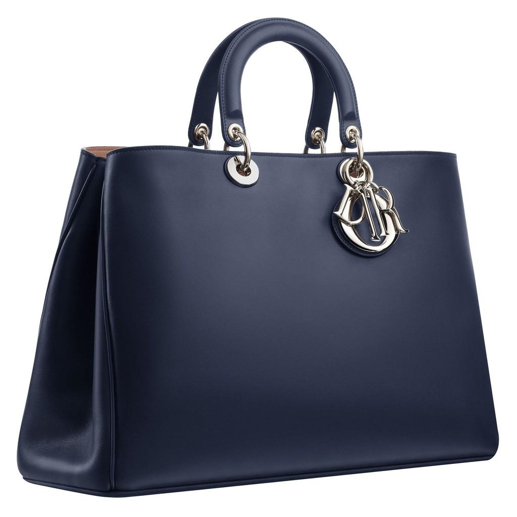 Ada lagi model hand bag yang biasa dipake buat ngantor atau kerja kaya dua  tas kece di atas ini ( dulu sih 48f23e43e5
