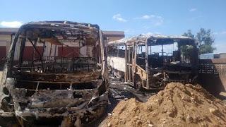 Deputado cobra investigação para ato de vandalismo que incendiou dois ônibus em Pedra Lavrada