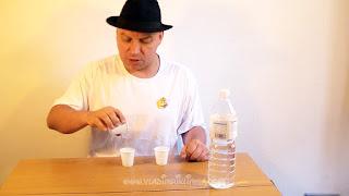 Desaparecer agua. Truco de ciencia-magia revelado 05