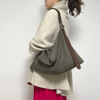 ラミーリネンとレザーのバッグ