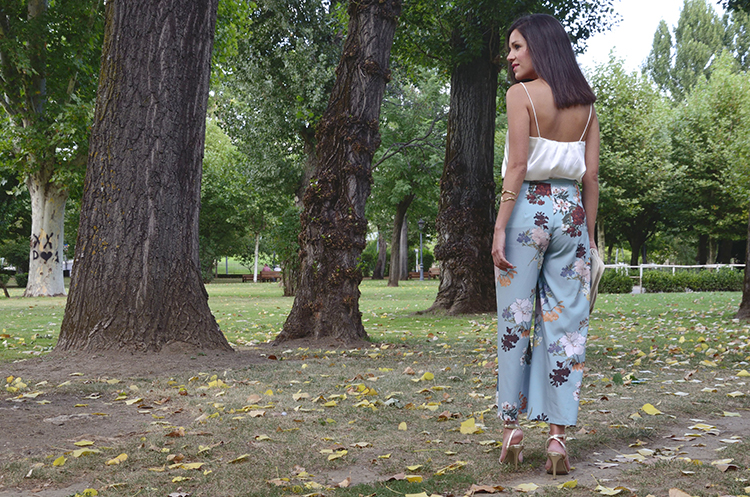 flower-pants-top-lencero-cute-summer-look-outfit-trends-gallery-style