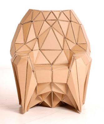 Mueble hecho con cartón reciclado