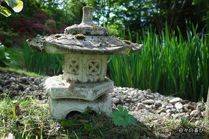 jardin japonais musica nigella, lanterne de pierre