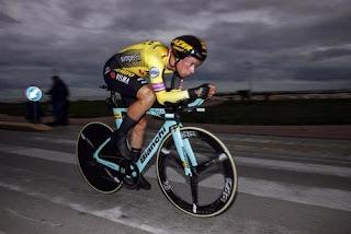 Primoz Roglic in gara con Bianchi Aquila CV nella cronometro decisiva della Tirreno-Adriatico