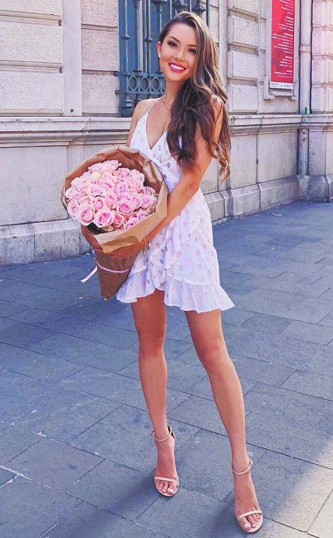 pretty cool outfit / white dress and heels