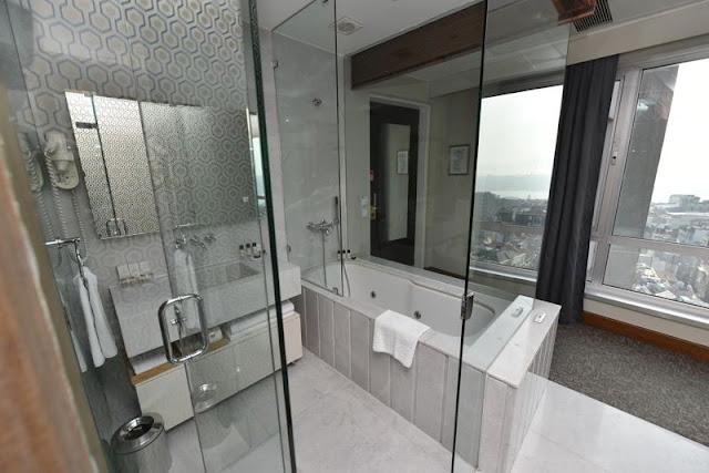 حمامات غرف فندق ذا مرمرة بيرا اسطنبول
