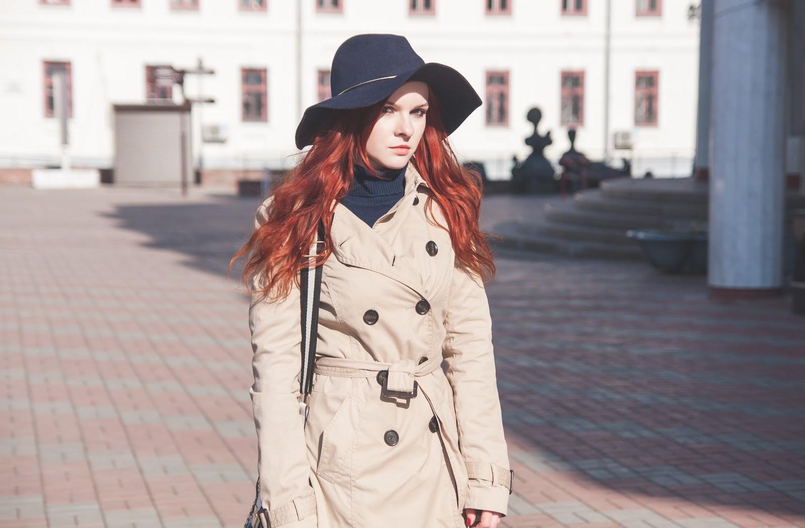 http://www.recklessdiary.ru/2017/05/bezhevyj-trench-chernye-dzhinsy-klesh-gamiss-otzyvy-sinyaya-shlyapa-s-chem-nosit.html