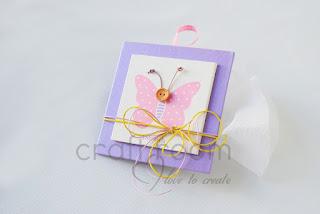 καδράκια με πεταλούδα και το όνομα του παιδιου μπομπονιέρες για κοριτσάκι