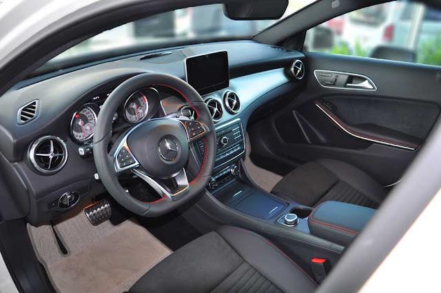 Nội thất Mercedes GLA 250 4MATIC 2017 được thiết kế thể thao, mạnh mẽ