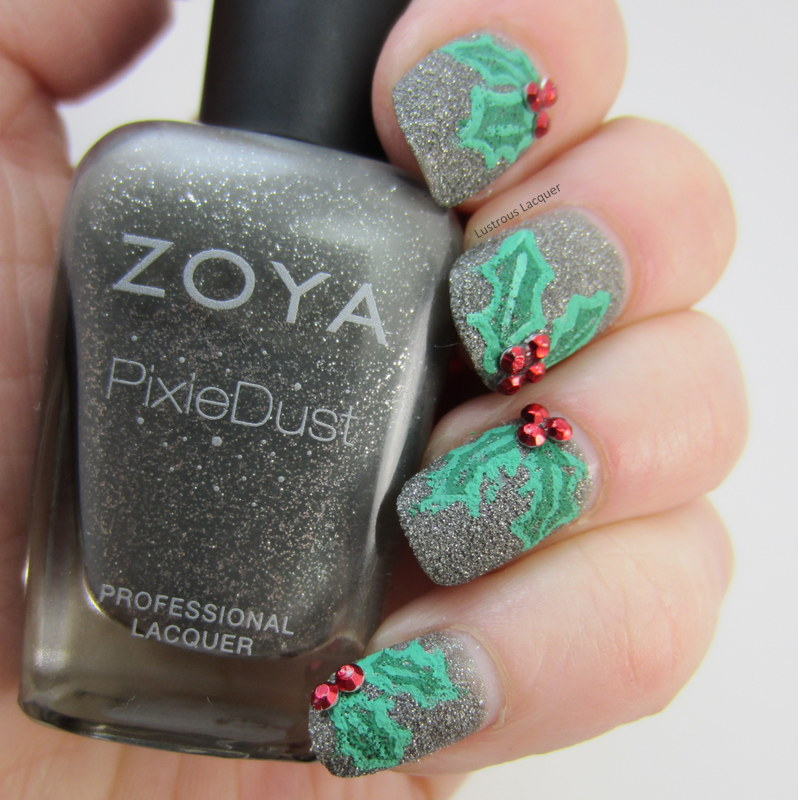 Christmas-Holly-manicure