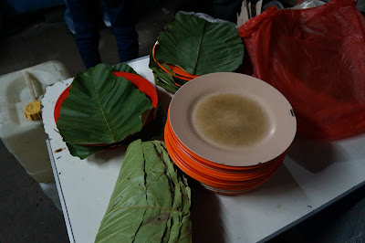 Daun simpur bungkus Kwe tiaw Sapi Arang