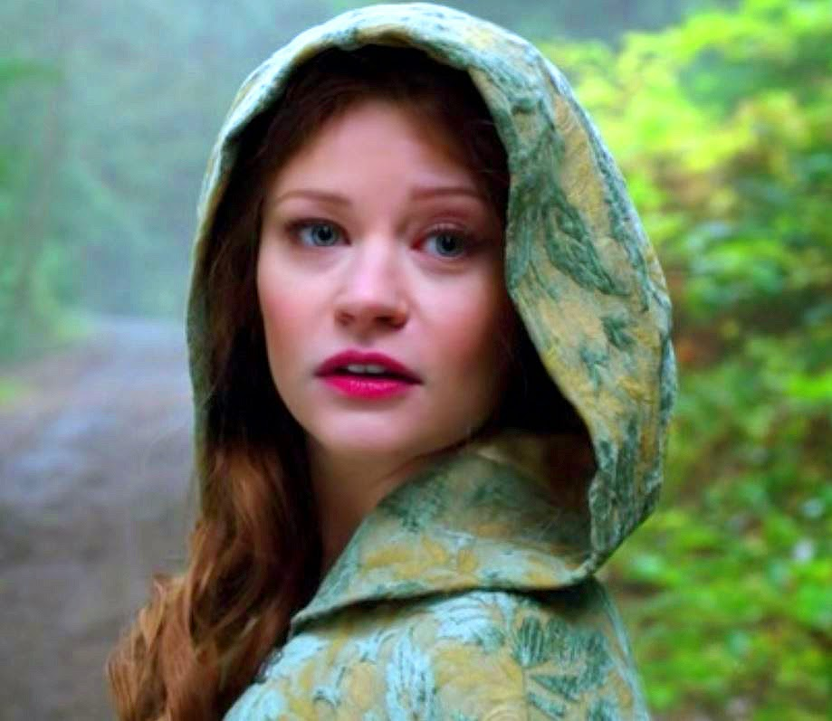 Once Upon a Time Belle's Traveling Cape!Once Upon A Time Ruby And Belle