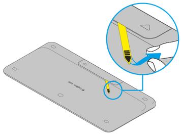 Logitech K400 Plus - Rimozione linguetta batterie