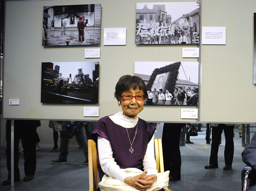 She's also a very stylish woman - Japan's First Woman Photo-Journalist, Still Shooting At The Age Of 101, Reveals Her Secret