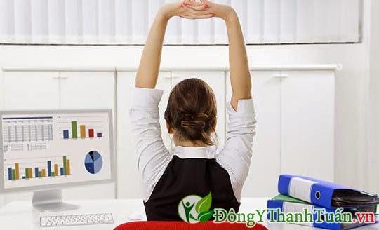Vặn xương sống là cách giảm đau lưng nhanh chóng