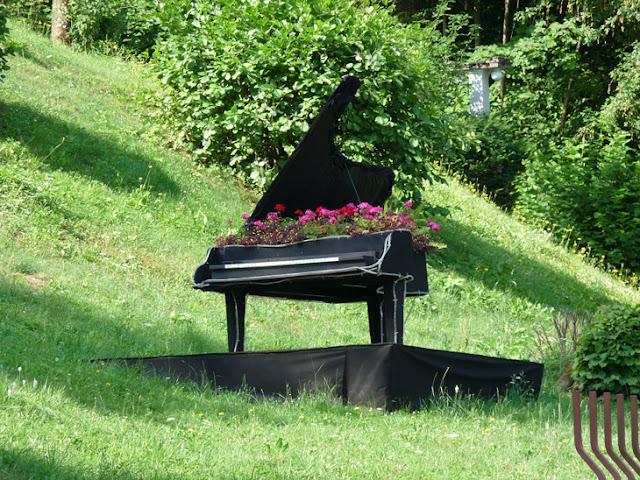Foto de un Piano de flores en un hotel de lujo junto al Lago bled. Eslovenia | caravaneros.com