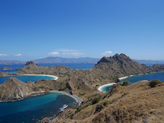 Foto dari puncak Pulau Padar