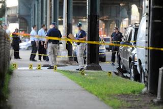 Polisi melakukan olah TKP pembunuhan imam masjid di Queens, Amerika Serikat