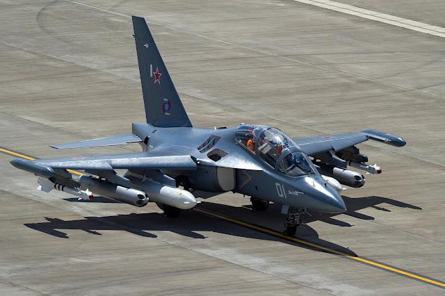 Yak-130 en tierra.
