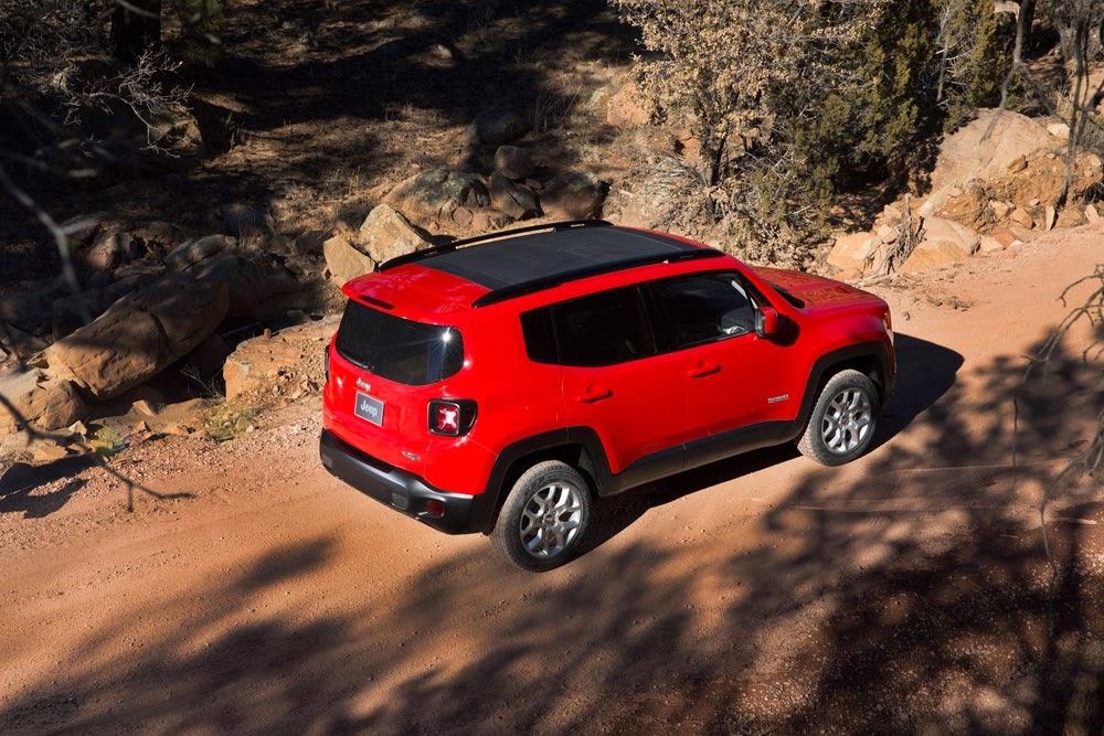 2015 Jeep Renegade driving on dirt road