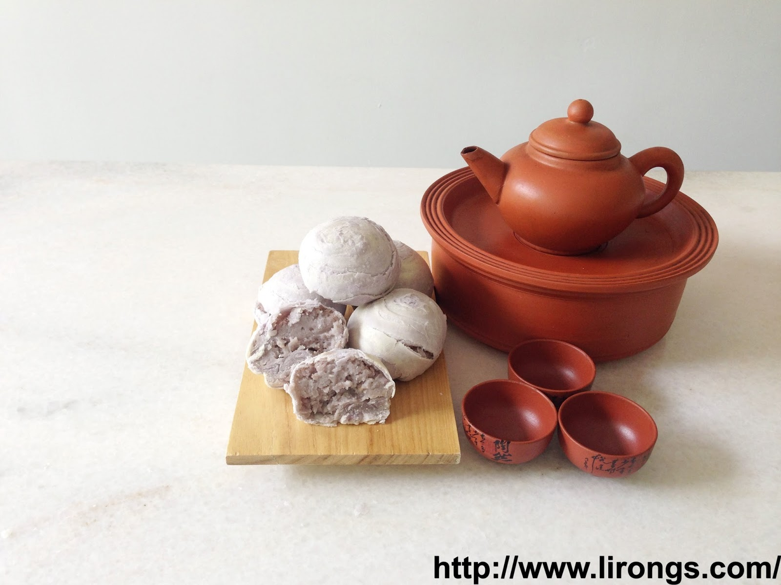 Lirong a singapore food and lifestyle blog happy mid autumn festival some other mooncakes that ive made over the years flaky swirl yam mooncake kristyandbryce Choice Image