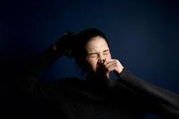 Penyebab Bersin Mengeluarkan Bau Tak Sedap atau Bau Busuk