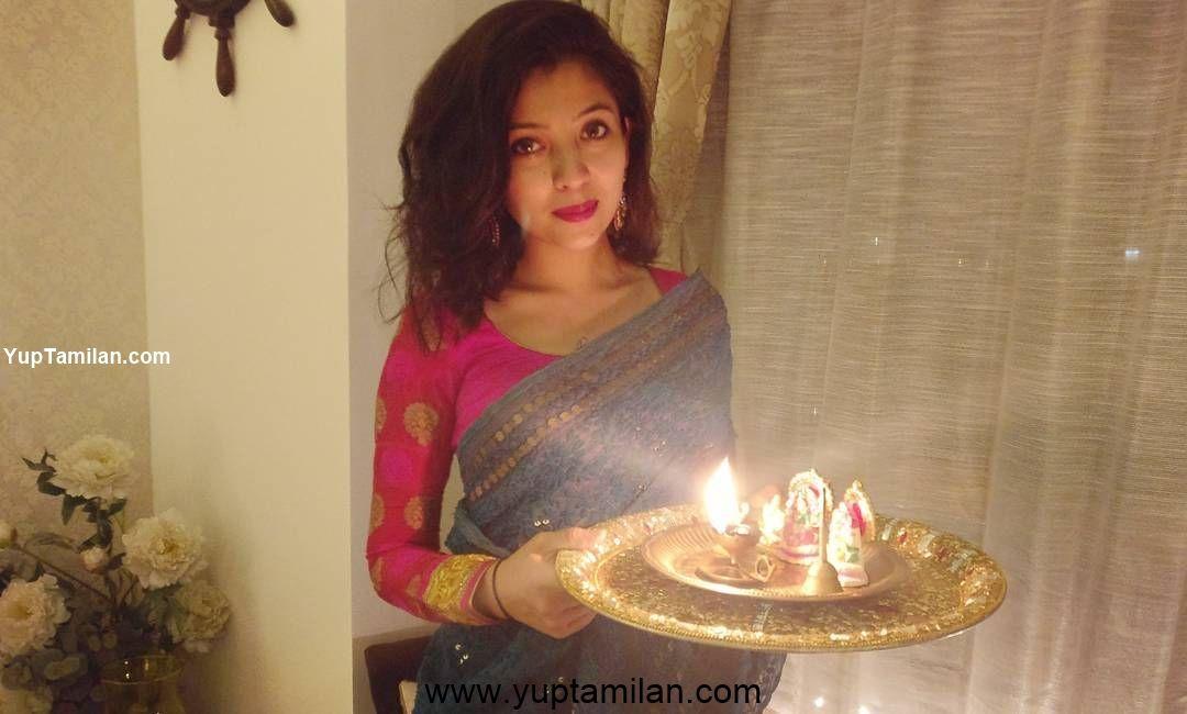 Barkha Singh Hot HD Images in Saree
