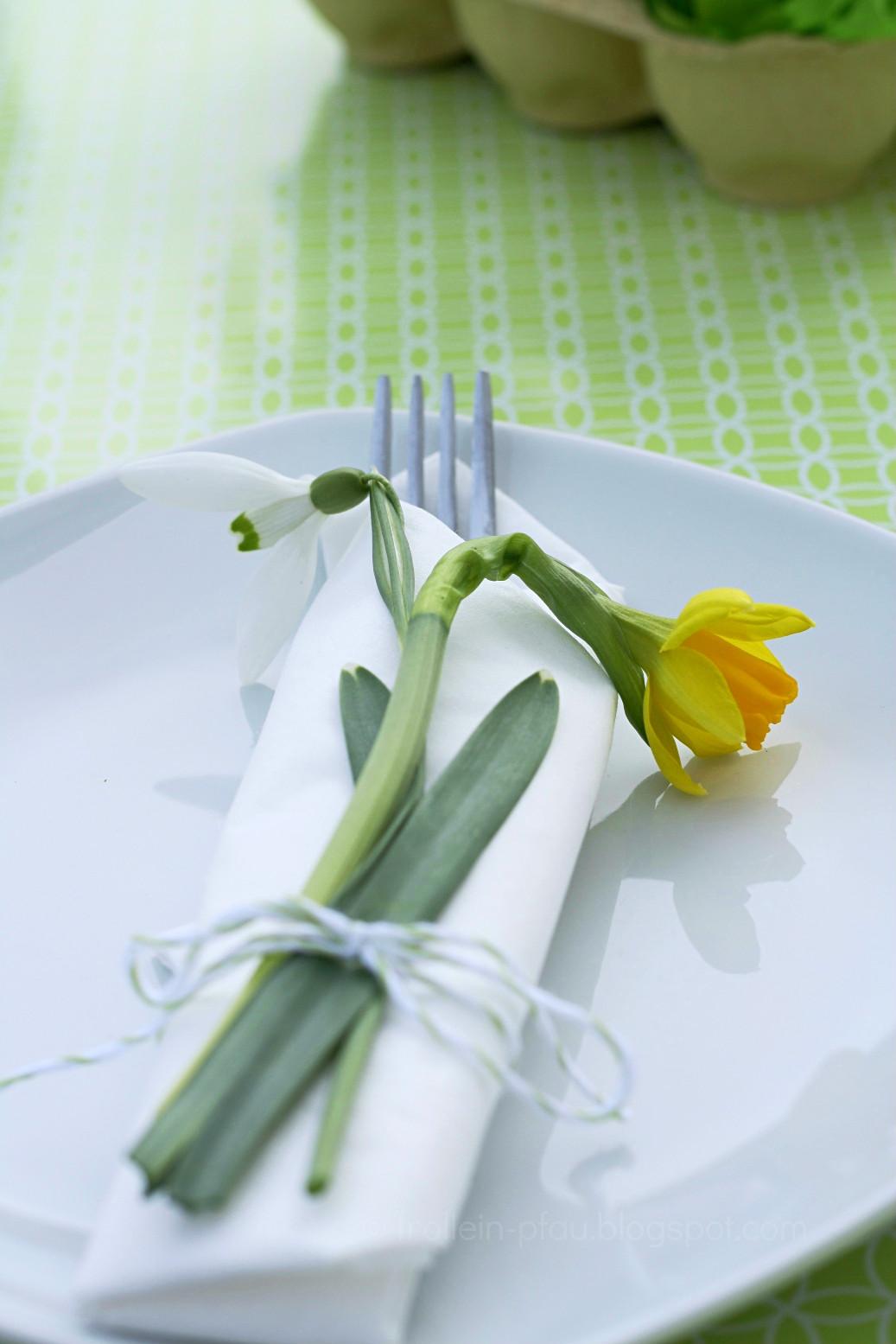 Ostern, DIY Osterdeko, Ostergesteck, Upcycling, Basteln, Eierkarton, Blumen, Blumengesteck, Frühblüher, Kaffeetafel, Frühlingsidee, Frühlingsdeko, Creadienstag, Frollein Pfau