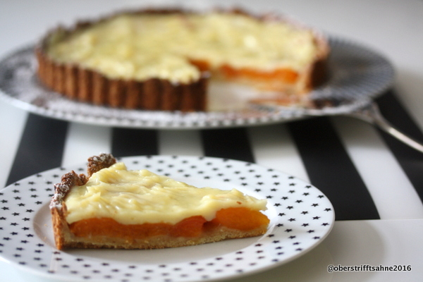 Aprikosenkuchen mit Mandelmürbteig und Pattisseriecreme