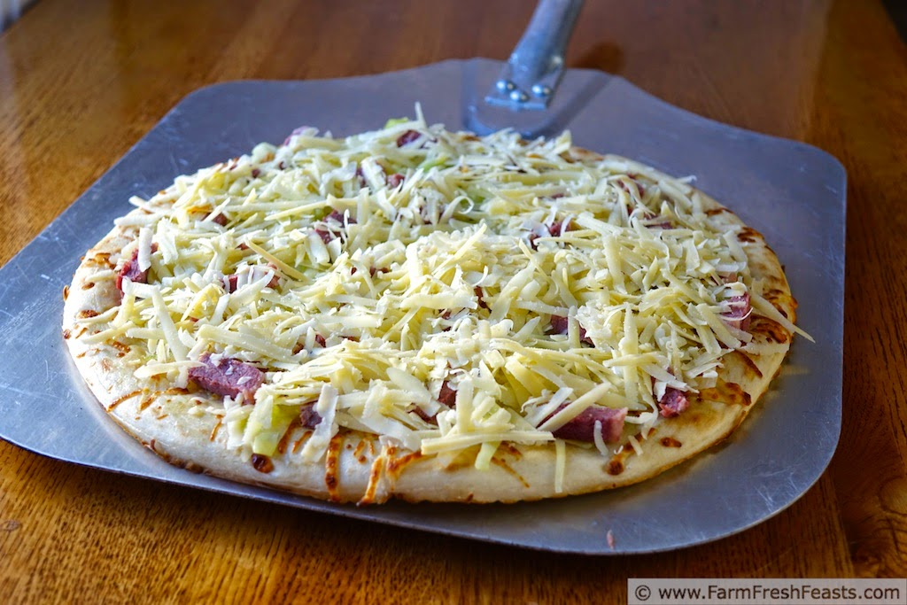 http://www.farmfreshfeasts.com/2015/03/corned-beef-cabbage-and-dubliner-pizza.html