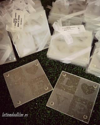 unos posavasos para regalar como detalle de boda a tus invitados