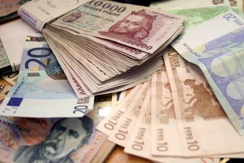 Devizapiac - Vegyesen alakult a forintárfolyam péntek reggelre