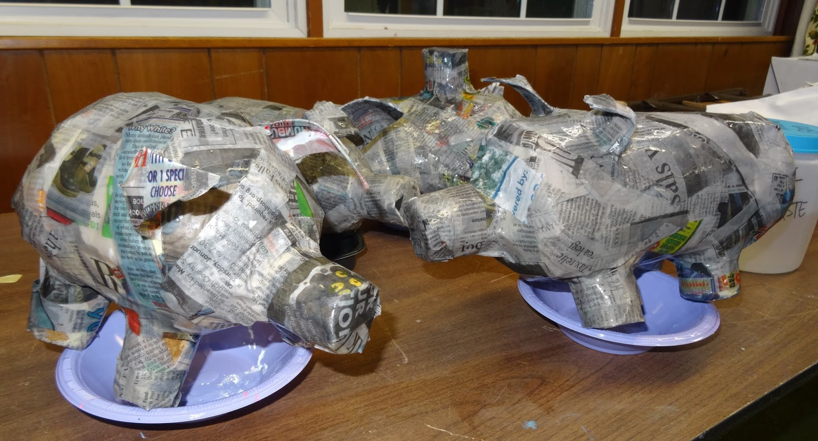 there 39 s a dragon in my art room papier mache has begun. Black Bedroom Furniture Sets. Home Design Ideas