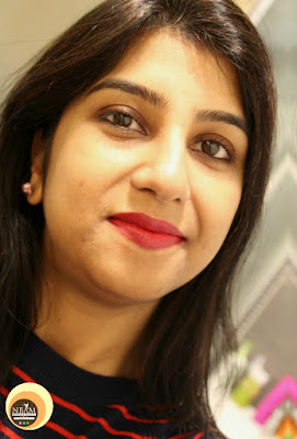 Wearing-sasatinnie-eyeliner-pencil-02-brown-Anamika-Chattopadhyaya-NBAM