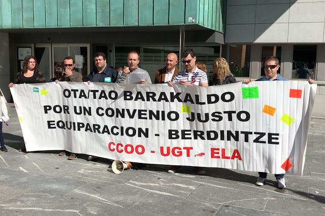 Protesta de trabajadores de la OTA, ante el Ayuntamiento