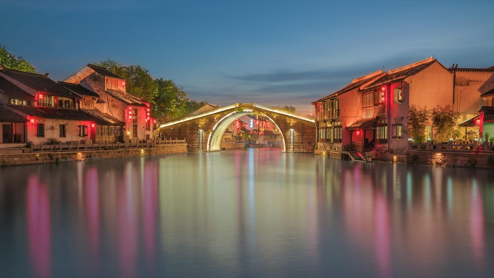 Qingming Bridge in Wuxi, China © Hanyu Qiu/Shutterstock