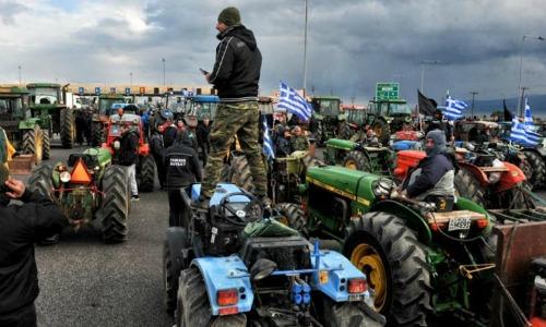 Καθοδόν για το Σύνταγμα οι αγρότες, πήραν άδεια για 17 τρακτέρ
